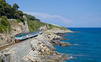 Genoa–Ventimiglia railway - The line near Cervo