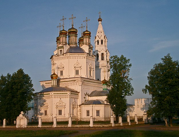 https://upload.wikimedia.org/wikipedia/commons/thumb/5/5d/Trinity_Cathedral_Verkhoturie.jpg/625px-Trinity_Cathedral_Verkhoturie.jpg