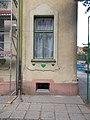 Tulipános Általános Iskola, ablak, 2018 Győr.jpg