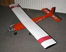model Tulura met brandstofmotor