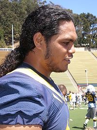 Tyson Alualu at 2009 Cal Fan Appreciation Day.JPG