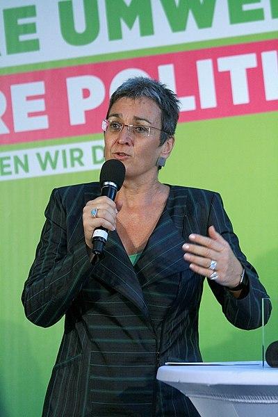 File:Ulrike Lunacek Wahlkampfauftakt Grüne Nationalratswahl 2013 Österreich 2.jpg