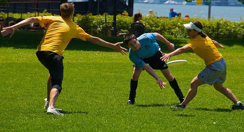 File:Ultimate Frisbee, Jul 2009 - 19.jpg - Wikimedia Commons