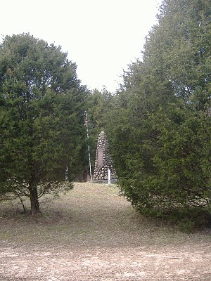 Unknown Confederate Soldier Monument in Horse Cave - Street view of the monument