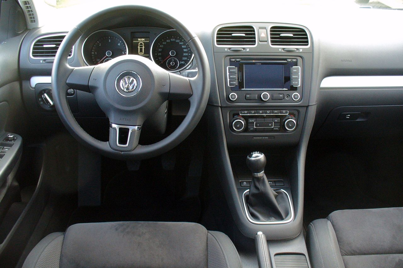 File vw golf variant vi 1 6 tdi highline shadow blue for Interieur wikipedia