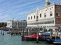 Venezia-Murano-Burano, Venezia, Italy - panoramio (643).jpg