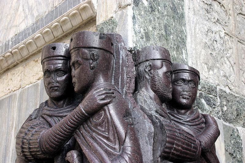 یک مجسمه از اوخر دوران روم که در آن حکومت چهار فرمانروایی به نمایش در آمدهاست. اکنون در ونیز