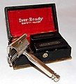 Vintage Ever-Ready Single Edge Safety Razor And Case, Two Blade Holders, Made In USA, American Safety Razor Co., Inc. (28737300093).jpg