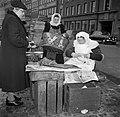 Vrouwen bij de koopwaar op de vismarkt in Kopenhagen, Bestanddeelnr 252-8835.jpg