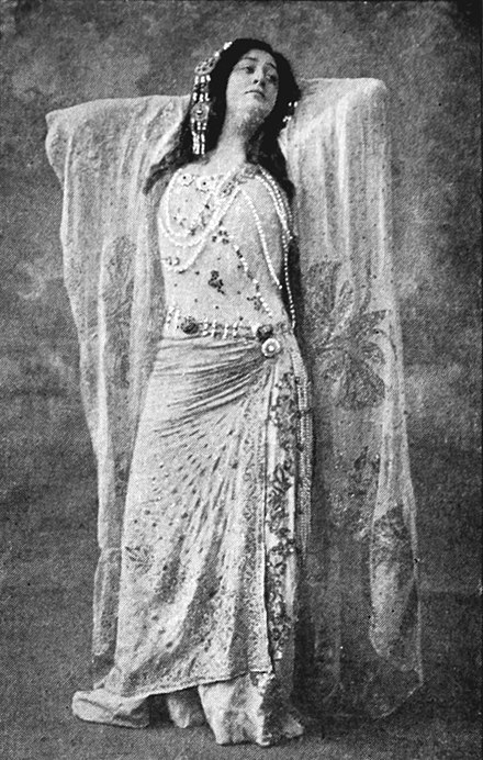 Margaret Matzenauer as Kundry. She made her unexpected debut in the role in 1912 at the New York Met. Wagner - Parsifal - Margaret Matzenauer as Kundry - The Victrola book of the opera.jpg
