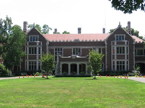 Waveny mansion in Waveny Park