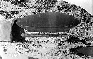 America (airship) - Airship America at Spitzbergen, with its hangar, 1906 or 1907