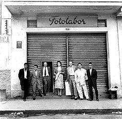 Vista pontual da fachada do Estúdio Fotolabor. São Paulo/SP