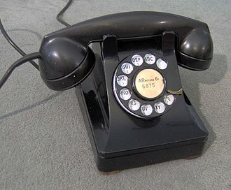 Western Electric Model 302 telephone, found throughout the United States from 1937 until the introduction of touch-tone dialing WesternElectric302.jpg