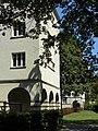 Wien-Breitensee - Gemeindebau Breitenseer Straße 110-112 - hofmittige Durchgänge.jpg