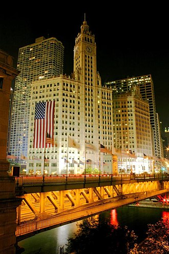 Michigan Avenue (Chicago) - Michigan Avenue Bridge across the Chicago River.