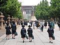 Yasukuni022schoolstudents.jpg