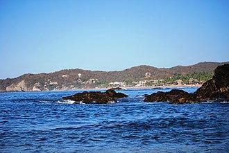 Playa Zipolite - View of the beach from Playa del Amor