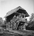 """""""Kozouček"""" (kozolec) z gankom, Zgornji Lakenc 1951.jpg"""