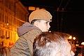 Патриотический кадр Мальчик сидит на плечах у отца.jpg
