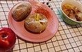 Печени компири, пипер буковска и компот од јаболка.jpg