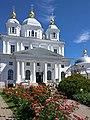 Собор Казанской иконы Божией Матери, среди летнего цветения.jpg