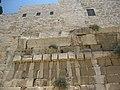 מבט נוסף על החלק העליון של הגשר ההרוס ששימש מעבר לעולי הרגל בעיר דוד.JPG