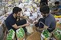 بسته بندی کمک های بشردوستانه و مردمی برای زلزله زدگان قصر شیرین Humanitarian aid- Iran Kermanshah 10.jpg