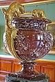 00 2972 Vase dekoriert Tiergestalten.jpg