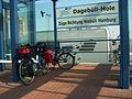 03-08-01-Dagebüll-Mole-beladenes-Reiserad-RalfR-R0014308-01.jpg