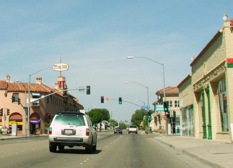 File:11th and Central Tracy California 14-May-2006.jpg