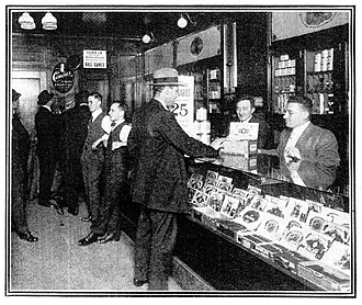Musolaphone - Image: 1913 Chicago Musolaphone cigar shop