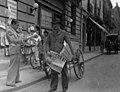 1940's Bs. As.,Vendedor de diarios. Mediados s. XX.jpg