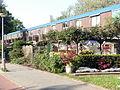 """20110425 Amsterdam 71 """"Bluebanddorp"""" seen from Johan Huizingalaan.JPG"""