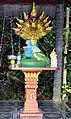 201304061028c Wat Tham Nakarat Geisterhäuschen Nagas.jpg
