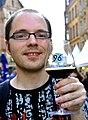 2014-06-08 Hannoversches Bierfest, Altstadt Hannover, (075) Stefan aus Göttingen mit Hannover 96-Glas noch vom Winterspecial 2013 in der HDI-Arena.jpg