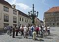 2015 Turyści na ul. Loretańskiej w Pradze.jpg