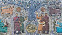 2016 Mccheta, Mozaika na starym budynku (03).jpg
