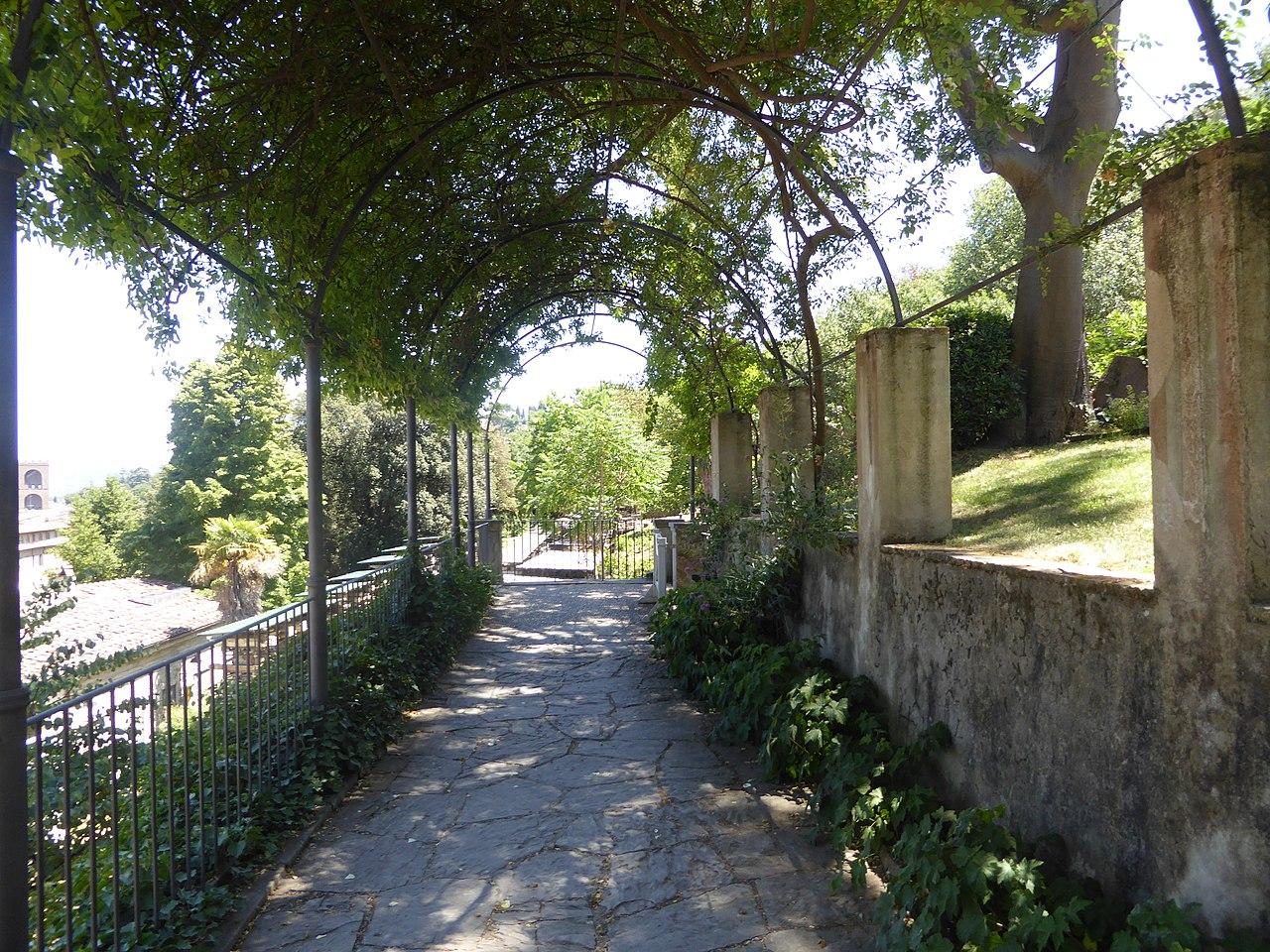 Florence, Giardino Bardini, wisteria pergola
