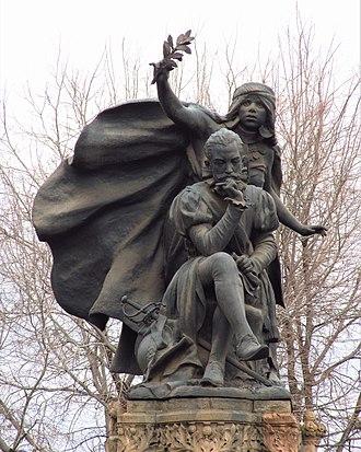 Alonso de Ercilla - Statue of Alonso de Ercilla in Blanco Encalada, Santiago de Chile