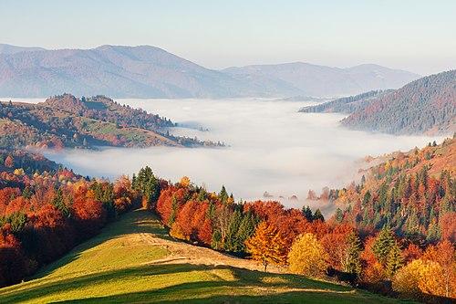 Jeseň v Sinevirskom národnom parku, chránenom území v Zakarpatskej oblasti Ukrajiny