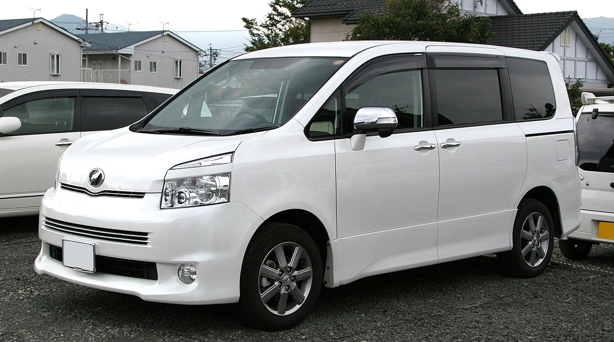 2nd generation Toyota Voxy.jpg