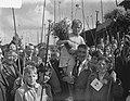 300 kinderen uit Jordaan gaan vissen aan het Noord-Hollands Kanaal De winnaar i, Bestanddeelnr 905-2590.jpg