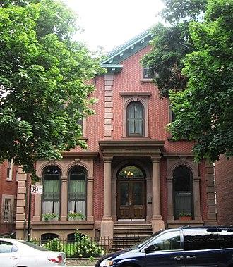 Clinton Hill, Brooklyn - Image: 447 Clinton Avenue