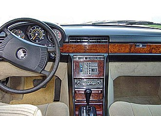 Mercedes-Benz 450SEL 6.9 - The dashboard of a Mercedes-Benz 450SEL 6.9