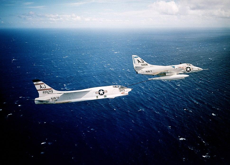 A4D-2 Skyhawk of VA-83 refuels F8U-1P Crusader of VFP-62, circa 1961 (6418322)