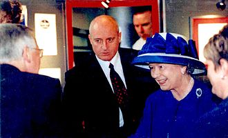 Cardiff University - Queen Elizabeth II with Anthony J. Moses during her visit in Cardiff University in 2000
