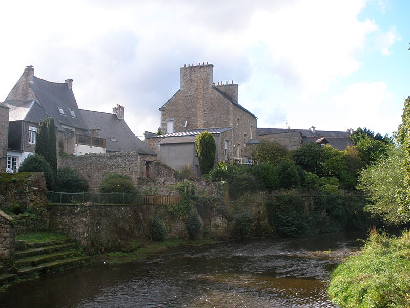 File:A view from one the Trieux's bridges.jpg