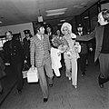 Aankomst op Schiphol rechts de Telegraaf journalist Henk van der Meyden, Bestanddeelnr 926-7999.jpg