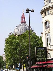 Manifesto municipale a Parigi con un numero di telefono gratuito per conoscere il nome delle persone scomparse a causa della canicola.